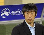 高洪波時隔四年半之後,再次執教中國國家男子足球隊。(PORNCHAI KITTIWONGSAKUL/AFP/Getty Images)