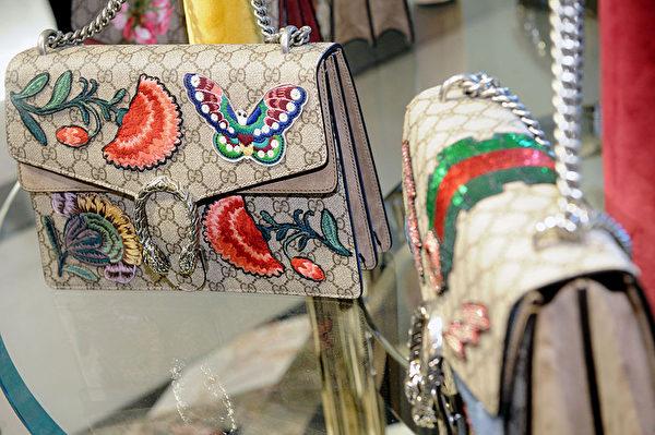 使用蝴蝶花朵等圖案,使得Gucci的經典背景更添生機。(Craig Barritt/Getty Images for Bergdorf Goodman)