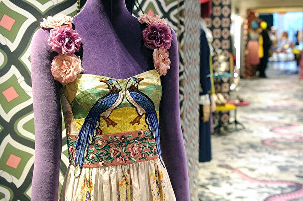 刺繡的圖樣帶有東方的神韻,非常細膩精緻。(Craig Barritt/Getty Images for Bergdorf Goodman)