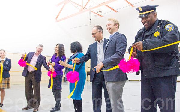 2月3日,加州飞天艺术学院在新址举行落成剪彩仪式。(马有志/大纪元)