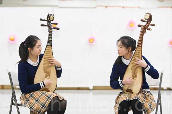 图:加州飞天艺术学院学生的中国民族乐器演奏。(马有志/大纪元)