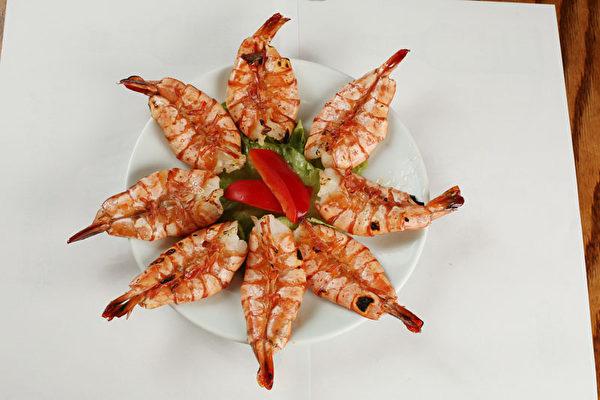 鮮美烤大蝦。(大紀元圖片)