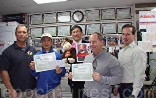 左起:華埠BID項目經理Anthony Zawadzki,關國柱,華埠共同發展機構行政總監陳作舟、華埠BID總裁David Goldbers、行政總監Patrick Desimme。(蔡溶/大紀元)