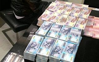 航空警察局安全檢查大隊6日查獲馬來西亞籍男子夾帶鉅額台幣出境,航警在其託運行李內查到未申報新台幣710萬元,全案移由海關依法處理。(航警提供)