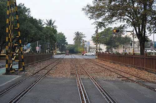 阿里山森林铁路车,北门驿就在前面不远处。 (图片提供:tony)