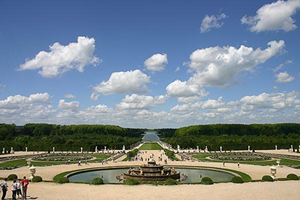 凡爾賽宮庭院(章樂攝影/大紀元)