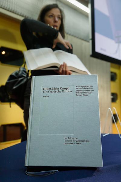 1月8日,德国近代史研究院于慕尼黑在《我的奋斗》批判注解版正式发行前,召开新闻发布会。(Johannes Simon/Getty Images)