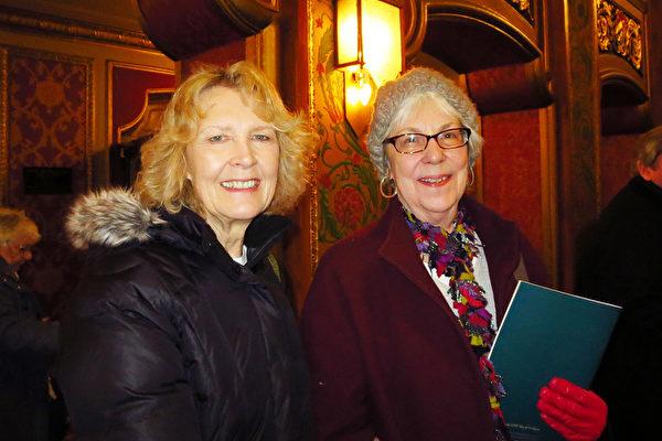 Marsha Lapointe女士欣赏了神韵巡回艺术团2016年2月6日在美国罗德岛州普罗维登斯市表演艺术中心的演出后表示神韵鼓舞人心。(秦川/大纪元)