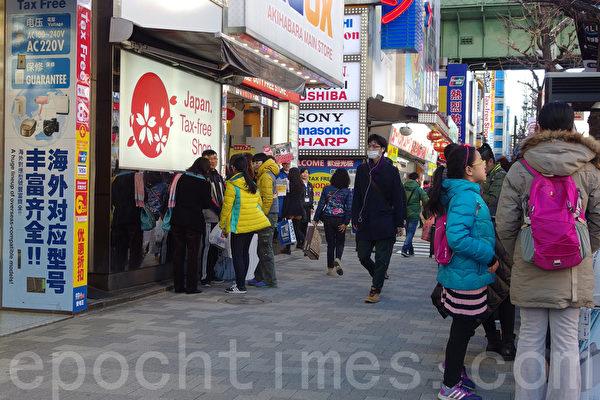 """中国游客日本""""爆买""""降温 化妆品仍热销"""