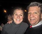 Ellen Pieklo和先生观看了当晚的演出,他们对神韵展现的美好内涵相当倾佩。(李佳/大纪元)