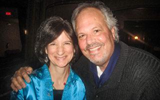 Kevin Coleman和太太Susan今日终于如愿以偿,观看了罗切斯特的第二场演出。(李佳/大纪元)