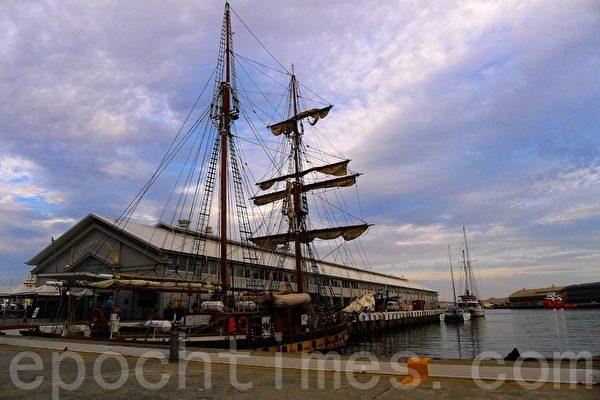 宪法码头(Constitution Dock)傍晚。(华苜/大纪元)