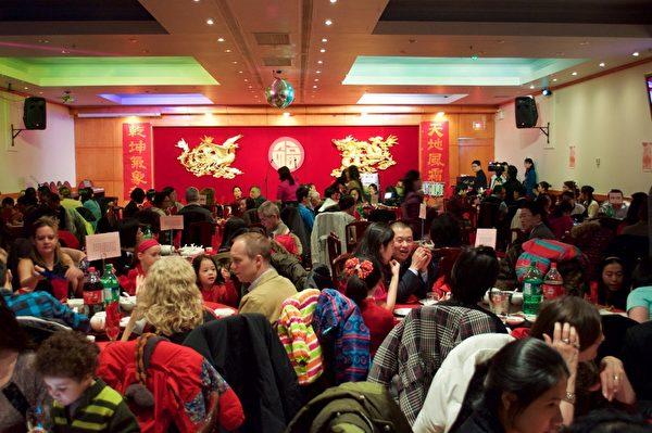2016年2月6日晚,来自蒙特利尔华人社区的新老朋友、赞助商家和特邀VIP嘉宾共450多人欢聚唐人街红宝石大酒楼,参加大纪元新年餐会,欢庆丙申猴年中国新年。(Félix Boulanger / 大纪元)