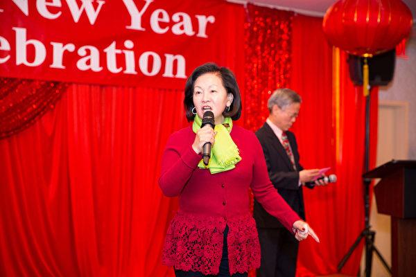 2016年2月8日,纽约法拉盛华人工商促进会举办迎接中国新年庆典活动。理事长徐珠留弟讲话。(戴兵/大纪元)