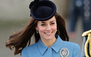 凯特一袭蓝衣访空军学校 说乔治想当飞行员