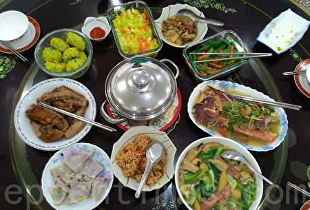 臺灣一家庭除夕的年夜飯。(陳正洪/大紀元)