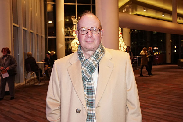 Raymond Smith是美国肯塔基州路易维尔的一名律师,拥有自己的律师事务所。他于2016年2月9日观看了神韵国际艺术团的演出。(林南/大纪元)