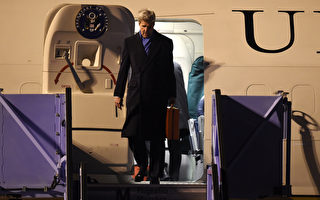 US Secretary of State John Kerry gets off a plane after arriving in Munich, southern Germany on February 10, 2016 where he will attend the Munich Security Conference.  / AFP / Christof STACHE        (Photo credit should read CHRISTOF STACHE/AFP/Getty Images)