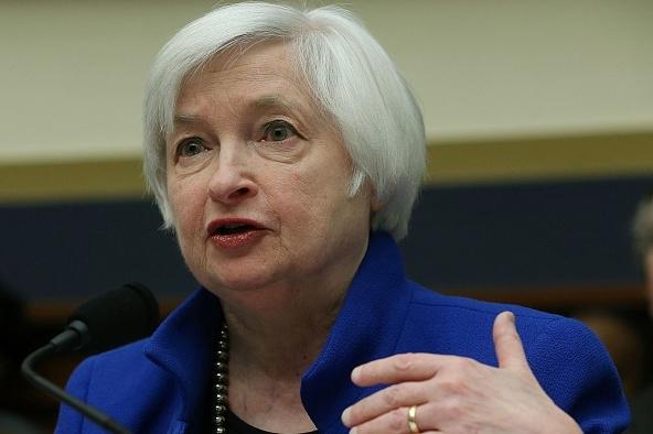 """美联储主席耶伦(Janet Yellen)10月14日提出""""高压经济""""之说,很可能为美联储12月不升息做铺垫。(Mark Wilson/Getty Images)"""