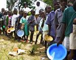 津巴布韦爆发旱灾饥荒,据估计,今年至少有300万人将面临饥荒威胁。(STR/AFP/Getty Images)