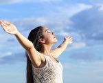 现代社会广泛运用深呼吸作为放松舒压的方法,科学上也发现深呼吸确实能调节自律神经,达到放松舒压的效果。(Fotolia)