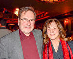 教堂音乐指导Allan Davkowski和太太Marile Davkowski于2月13日在康州沃特伯里派雷斯剧院(Palace Theater)观看美国神韵巡回艺术团的第二场演出,感叹神韵之美震撼人心,难以言表。(卫泳/大纪元)
