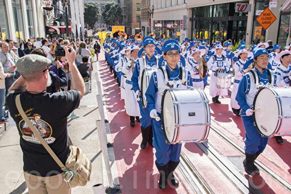2016年2月13日旧金山法轮功学员新年游行。(曹景哲/大纪元)