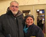 前舞蹈演员Carol O'Toole和丈夫Larry O'Toole观看了2016年2月14日神韵在康州沃特伯里派雷斯剧院(Palace Theater)的演出。(杜国辉/大纪元)