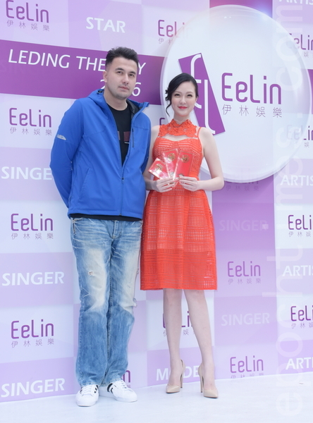 伊林娱乐于2016年2月15日在台北举行开工团拜。图为黄志玮(左)、吴品萱。(黄宗茂/大纪元)