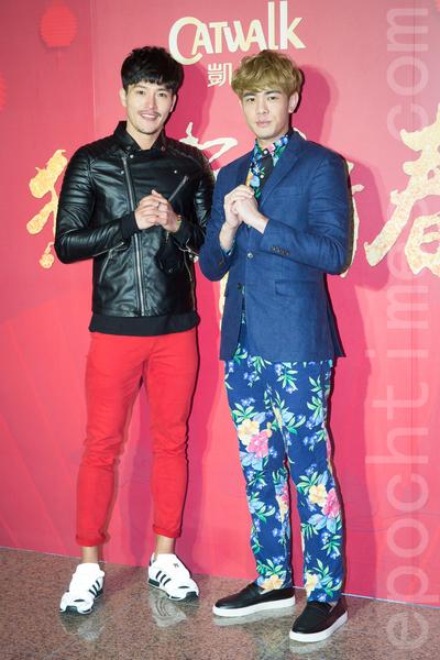 凱渥經紀公司2月15日在台北舉辦新春團拜,圖為男模陳禕倫(左)、李家慶(右)。(陳柏州/大紀元)