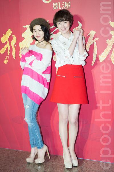 凱渥經紀公司2月15日在台北舉辦新春團拜,圖為名模陽詠存(左)、李京恬(右)。(陳柏州/大紀元)