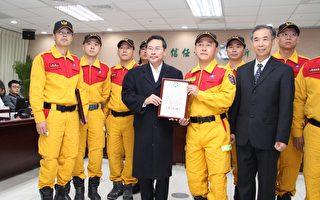 为感谢特种搜救队奋勇救援台南,市长涂醒哲特别于过年后第一次市务会议中颁奖表扬。(李撷璎/大纪元)