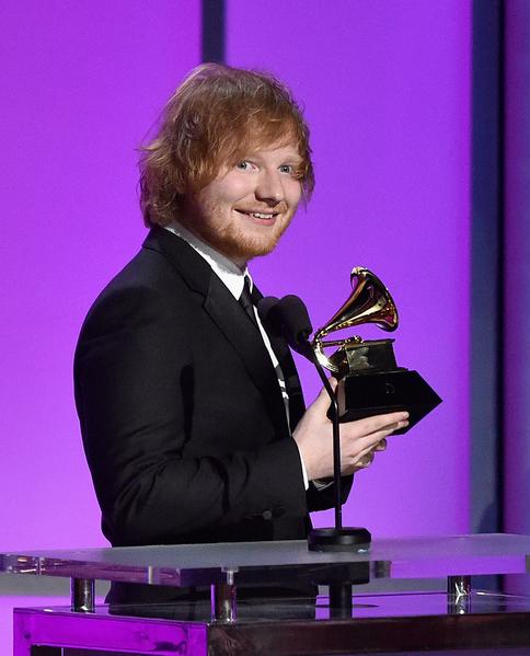艾德‧希蘭(又譯:紅髮艾德)獲頒格萊美獎最佳年度歌曲。(Kevork Djansezian/Getty Images)
