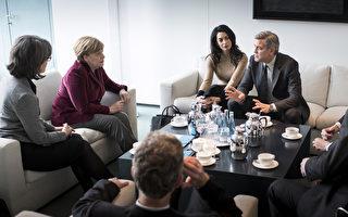 2月12日,克鲁尼夫妇在柏林电影节期间来到总理府与默克尔讨论难民问题。这位好莱坞影星大赞德国对难民的欢迎态度,称德国人伟大、了不起。(Guido Bergmann/Bundesregierung via Getty Images)