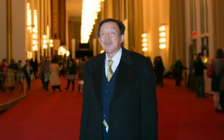 罗宇是前共产党大将罗瑞卿之子,驱车两小时再次来观看神韵,他表示神韵能够帮助人们道德回升,是当今中国特别需要的。(李莎/大纪元)