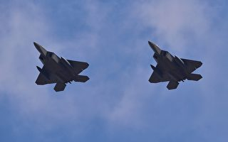 US F-22 stealth fighters fly over Osan Air Base in Pyeongtaek, south of Seoul, on February 17, 2016. The radar-evading aircraft flew across South Korea on February 17 to an air base near Seoul where they are being deployed in a show of force following Pyongyang's nuclear and missile tests. AFP PHOTO / JUNG YEON-JE / AFP / JUNG YEON-JE        (Photo credit should read JUNG YEON-JE/AFP/Getty Images)