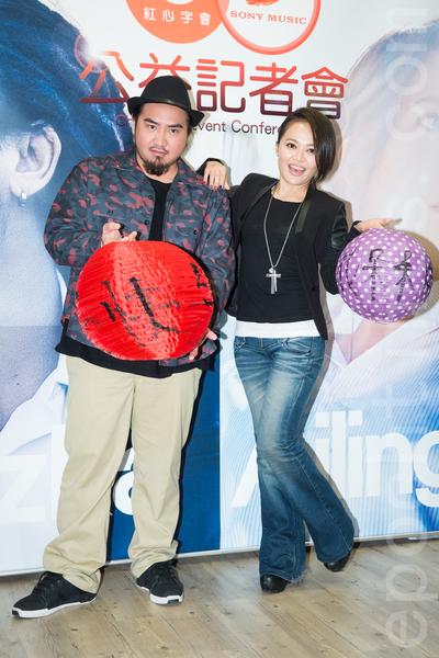 创作歌手Matzka(左)和戴爱玲(右)2月17日在台北提前过元宵做公益。(陈柏州/大纪元)