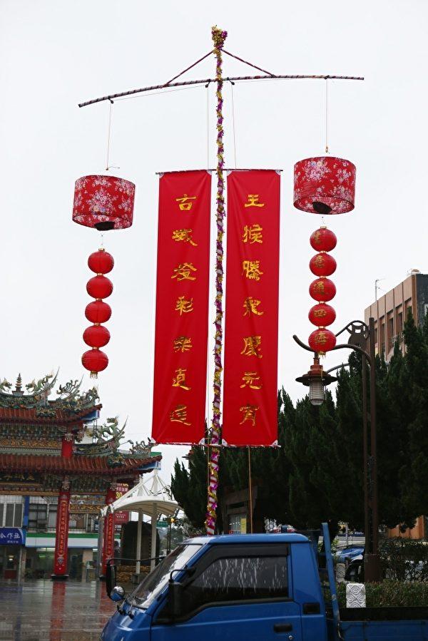 頭城鎮「玉猴騰龍慶元宵 燈彩熠熠照古城」的元宵炮台。(曾漢東/大紀元)