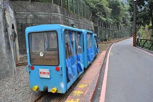 再搭乌来台车返回乌来老街。 (图片提供:tony)