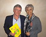 2月20日晚,在澳大利亞墨爾本市的墨爾本藝術中心,建築材料公司總裁Philip Cox與友人、美容店老闆Ivina Amato欣賞完神韻演出後,心靈受到強烈震撼。(博文/大紀元)