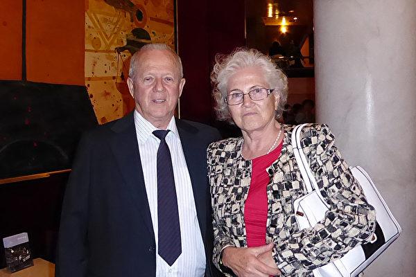 Hunter夫婦2016年2月20日晚在墨爾本藝術中心第二次觀看了神韻演出,他們表示以後還要來看。(史迪/大紀元)