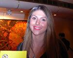 在墨爾本一公司任職公共關係部記者的Gabriel Bilotto女士,2月20日觀看了神韻在墨爾本的首場演出。(紀芸/大紀元)