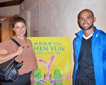 生意人Oscar Savas與Fetema Savas夫婦2月21日晚觀看了神韻在墨爾本的第三場演出。(紀芸/大紀元)