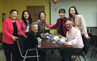2月10日,PASSi在费城华埠安乐楼举办了中国新年庆祝活动。费城华埠发展会创办人Cecilia Ye(前排左)、安乐楼董事长伍兆麟(前排右),以及PASSi创办人及执行主任崔英佳(后排右二)、华裔社区协调人潘美惠(左二)、注册护理师陈丽玉(左三)。(PASSi 提供)