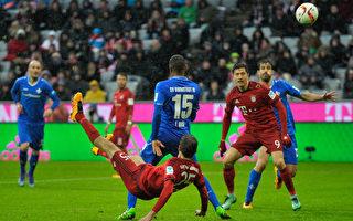 拜仁主场3-1战胜达姆施塔特。图为穆勒倒钩世界波打进第二球瞬间。(Bongarts/Getty Images)