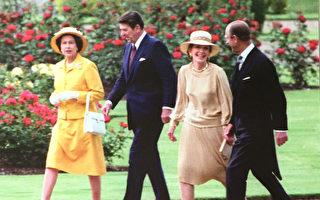 里根總統伉儷和英國女王陛下伉儷在一起。(攝影:Juliet Zhu/大紀元,圖片來源:Reagan Foundation)