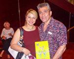 2016年2月22日,珠寶商Reza Nejatifar先生攜妻子Maddi Taheri女士觀看了神韻世界藝術團在澳大利亞墨爾本上演的第四場演出,深受震撼。(博文/大紀元)