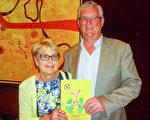 2016年2月22日晚,美國神韻世界藝術團在澳大利亞墨爾本的藝術中心(the Arts Centre)成功進行了第四場演出,Lawrence Clarke先生和太太Diane Clarke女士對演出讚不絕口。(陳明/大紀元)