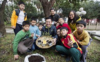 生态教育初体验  帮小树苗搬新家