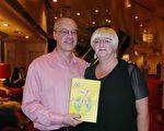 2月22日晚,在澳大利亞墨爾本的墨爾本藝術中心(The Arts Centre,Melbourne),從事IT諮詢行業的老闆Steve Hunter和太太Marianne Hunter觀看了神韻世界藝術團的演出。(袁麗/大紀元)